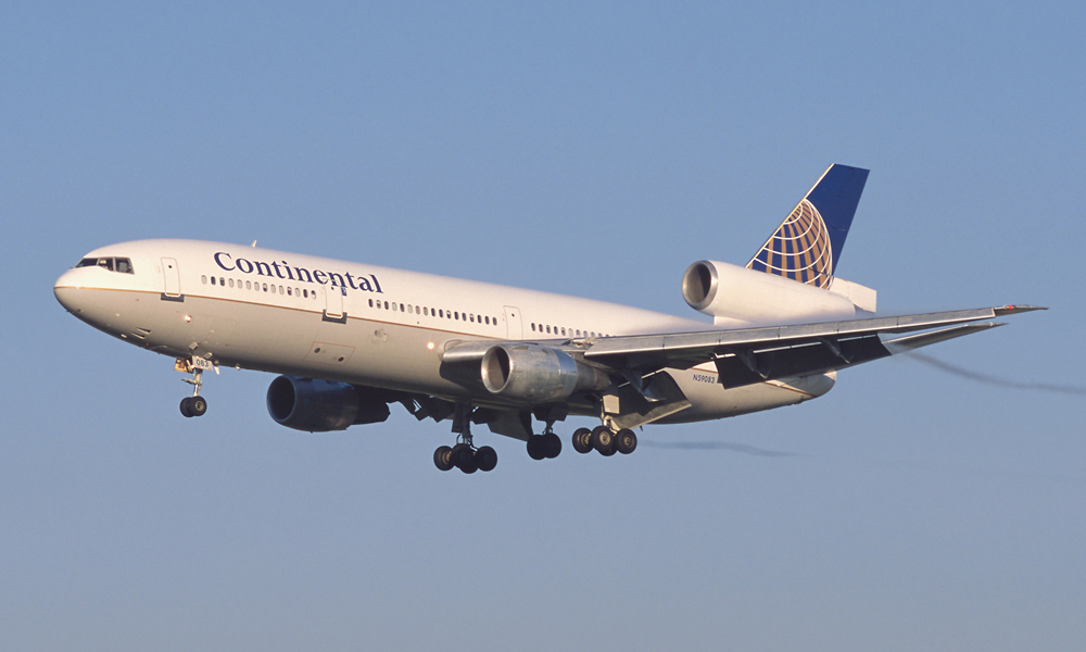 Continental_Airlines_DC-10