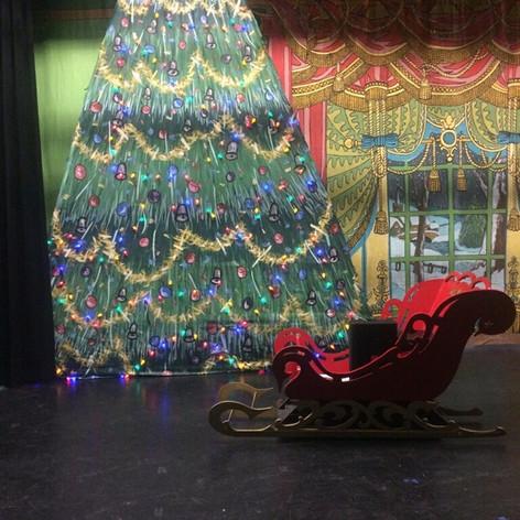 Nutcracker Growing Christmas Tree