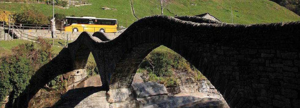 Lavertezzo ponte dei salti.jpg