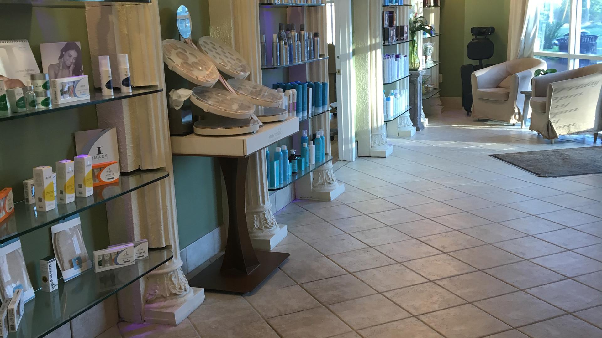Salon Lobby