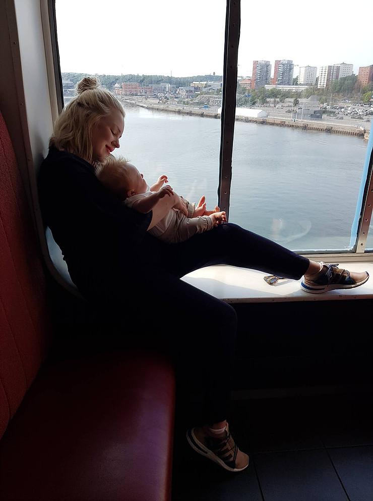 Poikamme kaksikuukautissynttäreitä juhlittiin Ruotsinlaivalla.