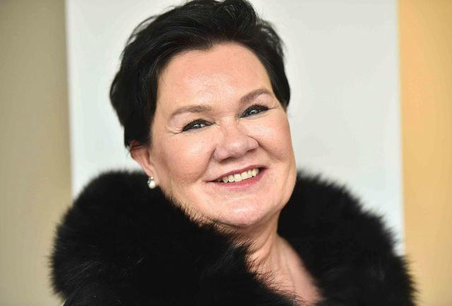 Susanna Hanhineva on sairaanhoitaja, yrittäjä ja yksi Suomen Prinsessoista (kruunattu Seinäjoen Tangomarkkinoilla 2004)