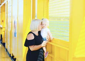 Olen Turkulainen 37-vuotias äiti. Kun sain pienen Leni-tytön tammikuussa 2017, en löytänyt kauniita imetysvaatteita mistään.