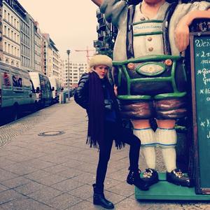 Vierailin Berlinissä ensimmäisen kerran vuonna 2013 jouluna erään blogi- ja mediamaailmasta tutun kaverini kanssa. Tämä epäonninen reissu ei vakuuttanut minua Berliinistä. En silloin vielä tiennyt, että Berliinille on elämässäni muita suunnitelmia.