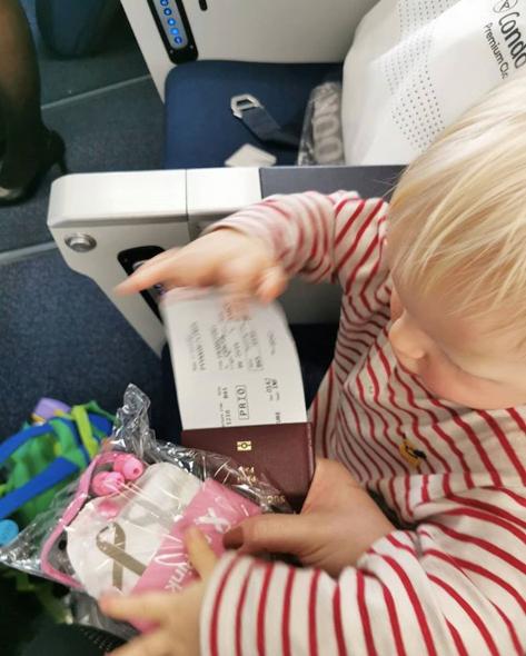 Condor Airlines ei ole sopiva pienen lapsen kanssa matkustettaessa, ellei valitse bisnesluokkaa tai lento satu olemaan niin tyhjä, että voi ottaa käyttöönsä useamman penkin.
