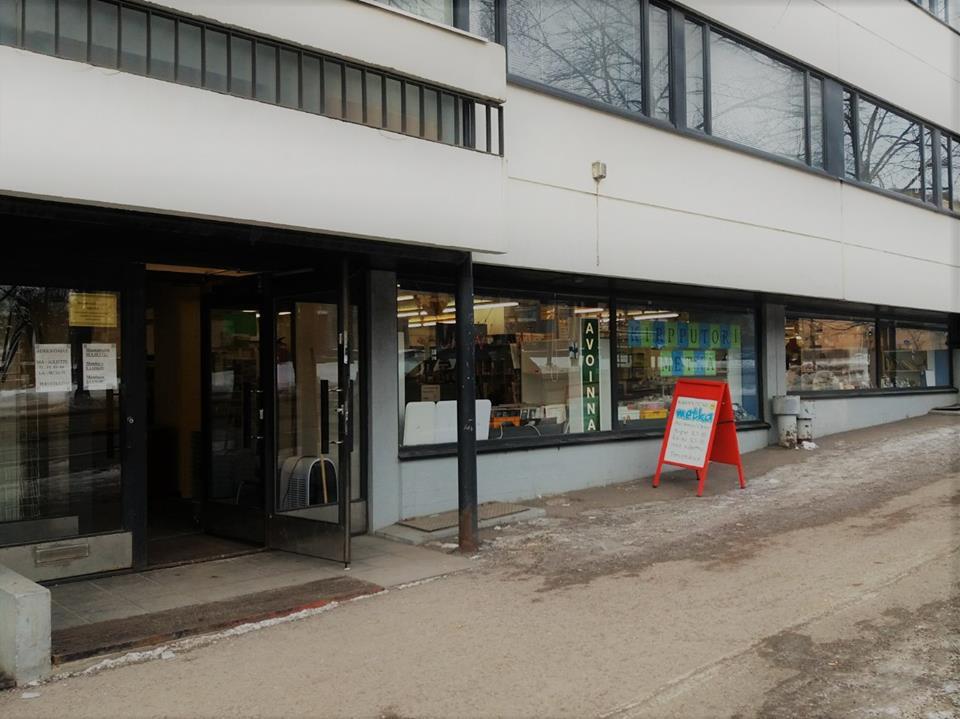 Metkaan pääsee helposti myös kävellen Sörnäisten metroasemalta tai julkisilla oven eteen.
