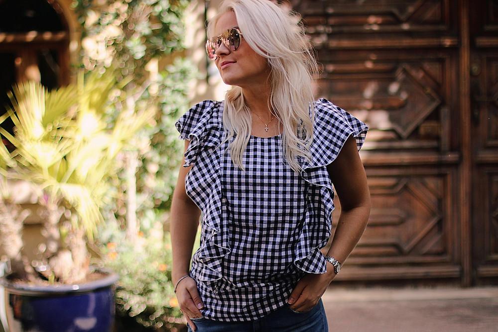 Mama Bird -paidoissani käytetty klassinen gingham-ruutu on tyylikäs ajaton kuosi, ja paita on helppo yhdistää hameeseen, housuihin tai farkkujen kanssa.
