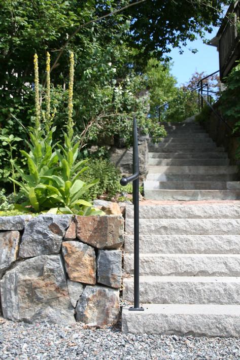 Bromma 4, trappa och mur i granit