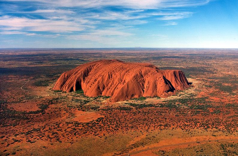 Uluru,_helicopter_view,_cropped.jpg