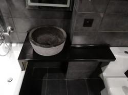 Чёрная столешница в ванную