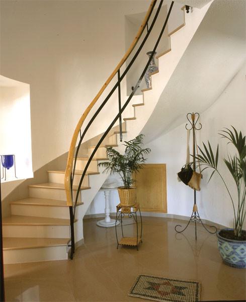 Винтовая лестница из кварца