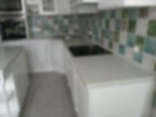 Столешница из искусственного камня в кухне