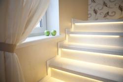 Лестница из камня с подсветкой