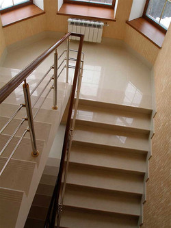 Лестница из кварцевого агломерата