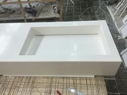 Раковина в столешнице белая