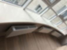 эркерный подоконник из акрилового камня на панарамное окно из камня Tristone F-104
