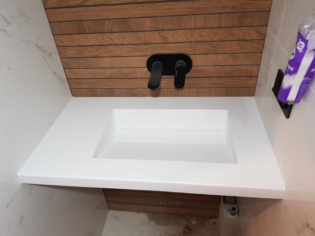 Столешница в ванну