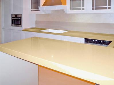 Покрытие рабочей зоны кухни акриловым камнем