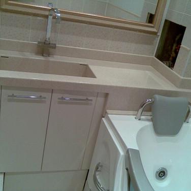 Столешница в ванную комнату под шкаф