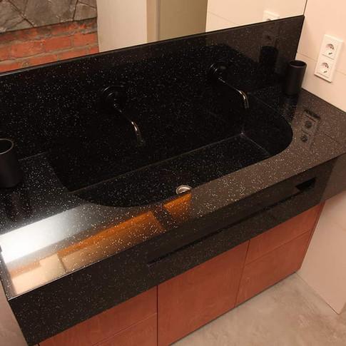 Столешница в ванную чёрная