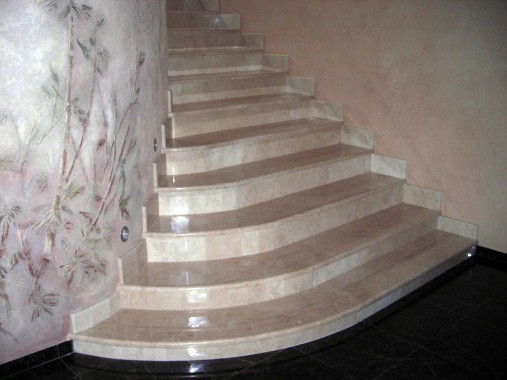 Кварцевая лестница с бортом