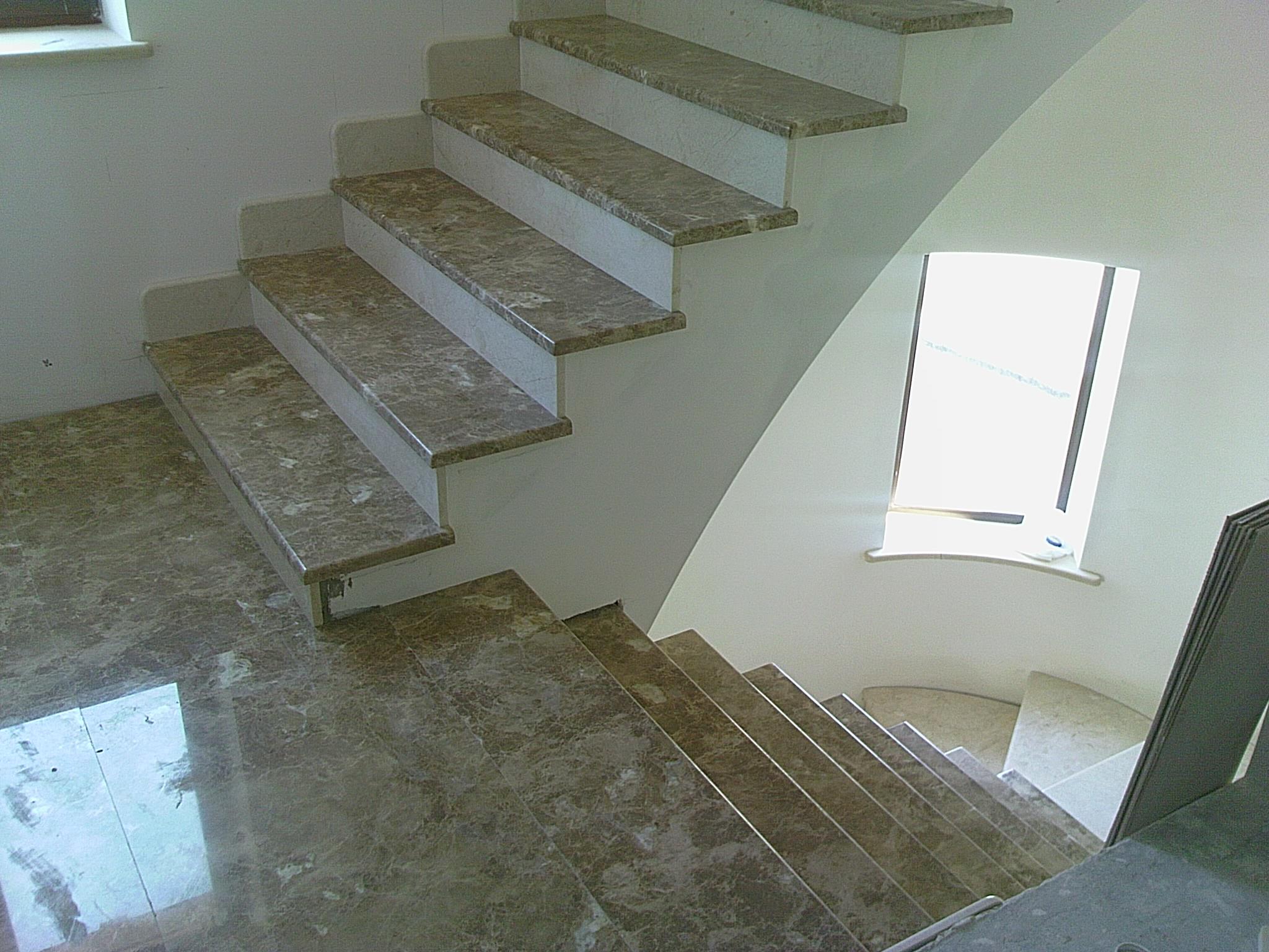 Лестница из кварцевго камня