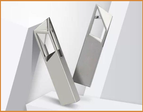 L7 -- Metal USB Flash Memory