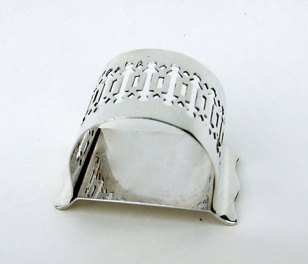 A quality George V pierced silver napkin ring.