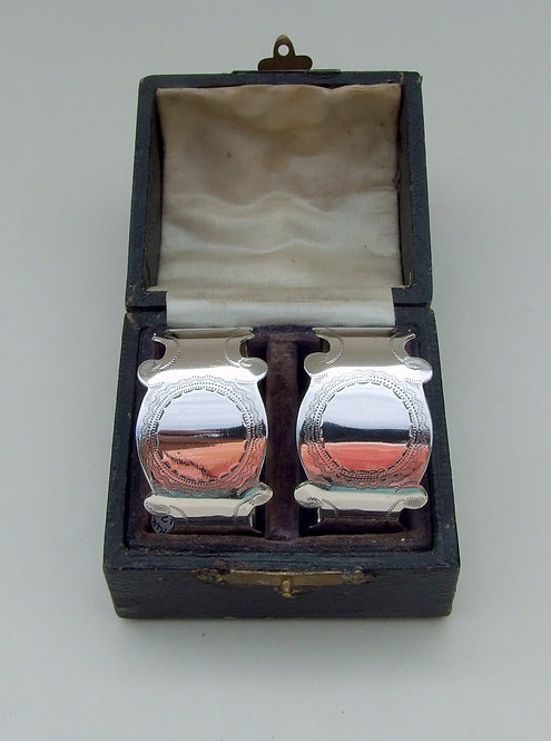 A boxed pair of Edwardian silver napkin rings.