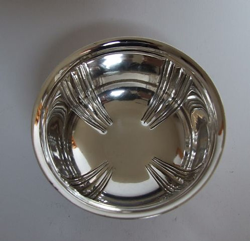 A quality Edwardian silver bowl.
