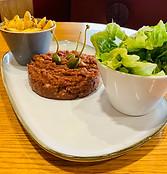 Tartare de boeuf, frites/salade