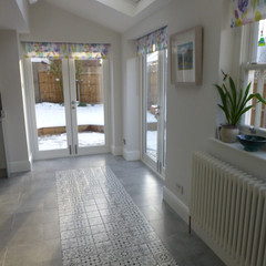 Patterned tile feature