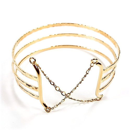 Stunning gold triple bracelet with chain