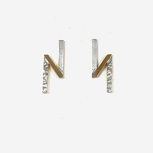 Trendy stud earrings in silver and 9k gold