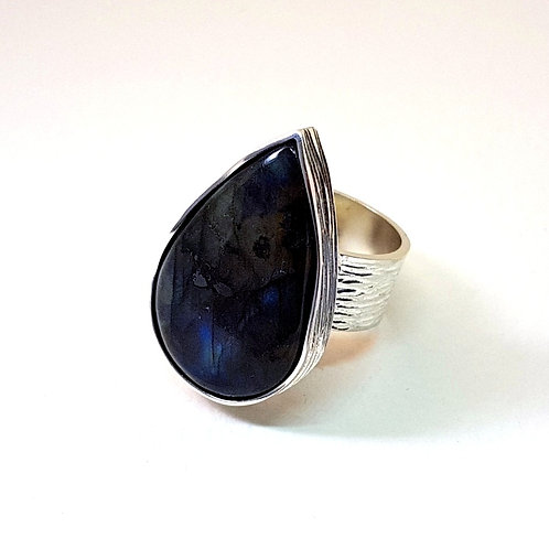 Great Labradorite in silver ring