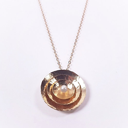Gold pendant Triple circle with pearl