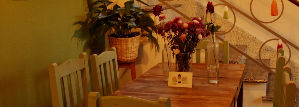 La pared verde de la casa de las flores