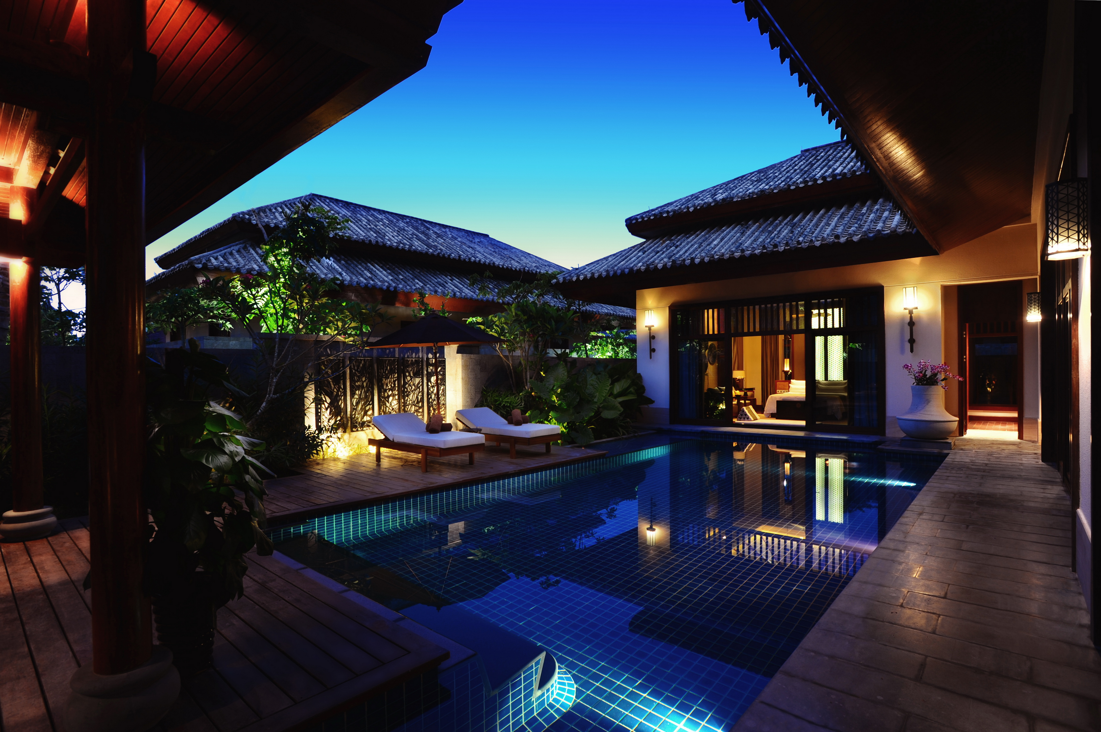 SOCIALIGHT Anantara Sanya 1013_Spa_Pool_Villa_exterior_by_night