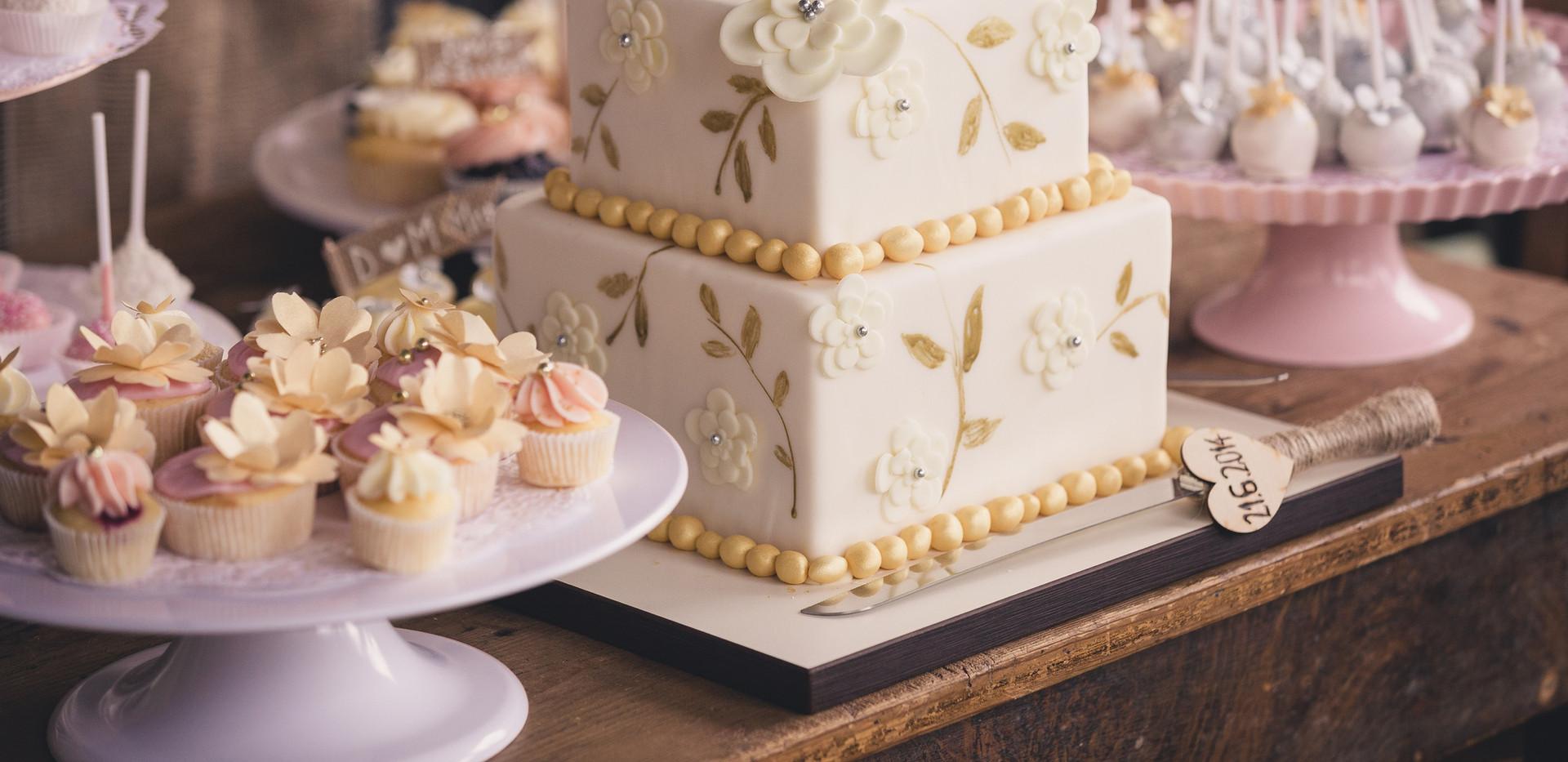 Vintage_Wedding_Cupcakes_Candybar_WOLKES CUPCAKES