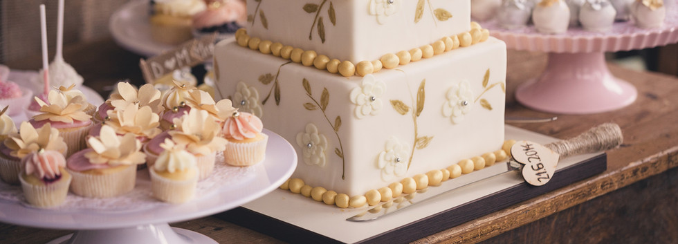 Vintage_Wedding_Cupcakes_Candybar_WOLKES CUPCAKES