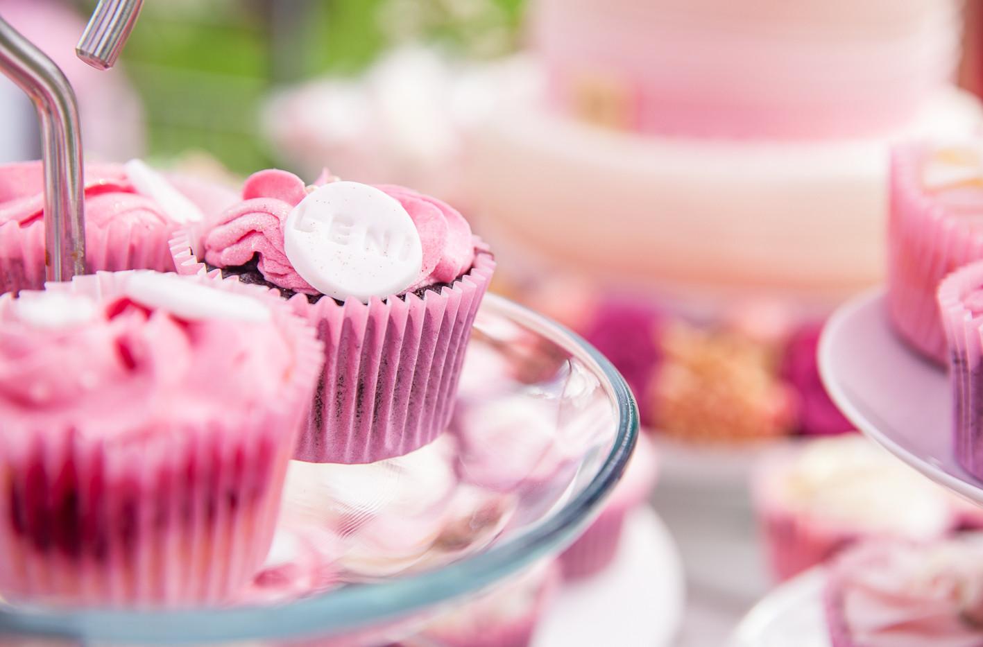 Pinke Cupcakes - Babyshower Baby Girl - WOLKES CUPCAKES