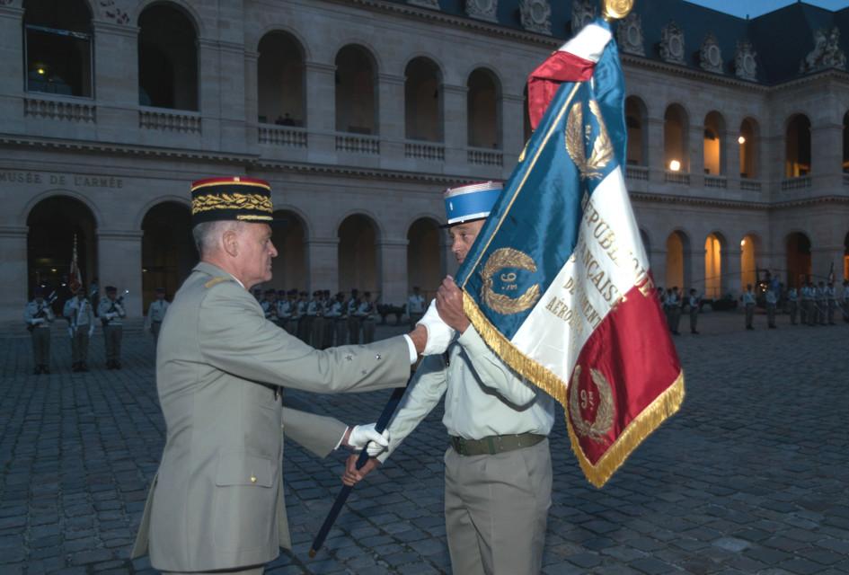 Le 9ème RSAM, reçoit son étendard.