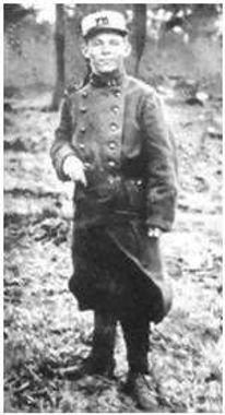 Jean Corentin carré adjudant pilote à 17 ans.