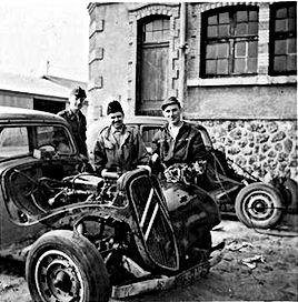 Mécaniciens de première classe Sallières et Gibbaud.
