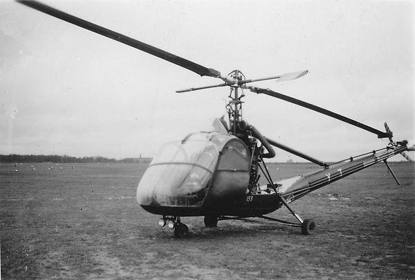 Le Hiller UH-12A n°133 portant le code YZ