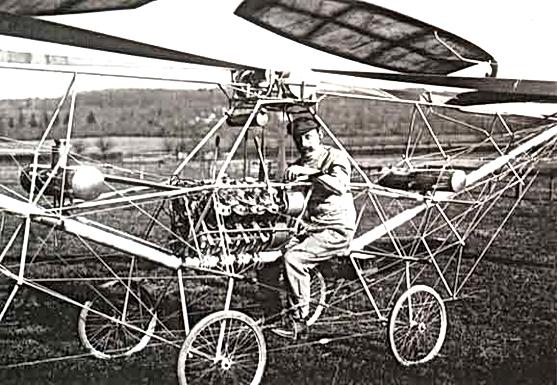 Paul CORNU aux commandes de son Hélicoptère.