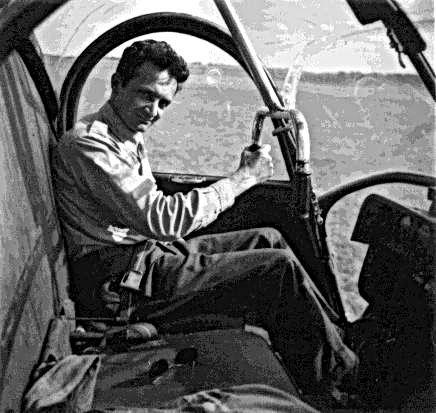 Pilote aux commandes d'un UH-12A