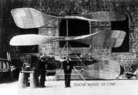 Maquette à échelle 1/2 de l'hélicoptère de Maurice Léger.