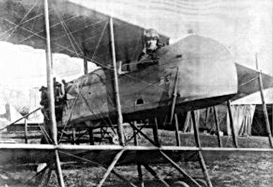 L'adjudant Carré dans son avion.