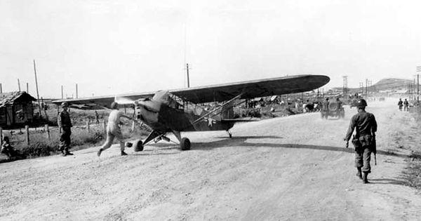 "Piper L-4 ""Grasshoppers"", avion d'observation d'Artillerie en 1944."